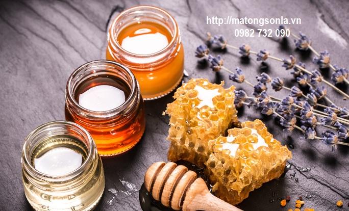 Uống mật ong ngày hè không gây nóng