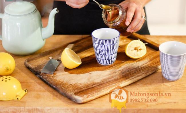 Uống mật ong nguyên chất