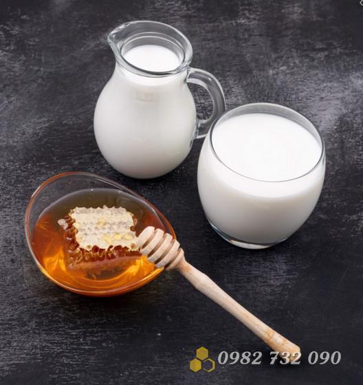 Mật ong kết hợp với sữa đậu nành có thực sự nguy hiểm