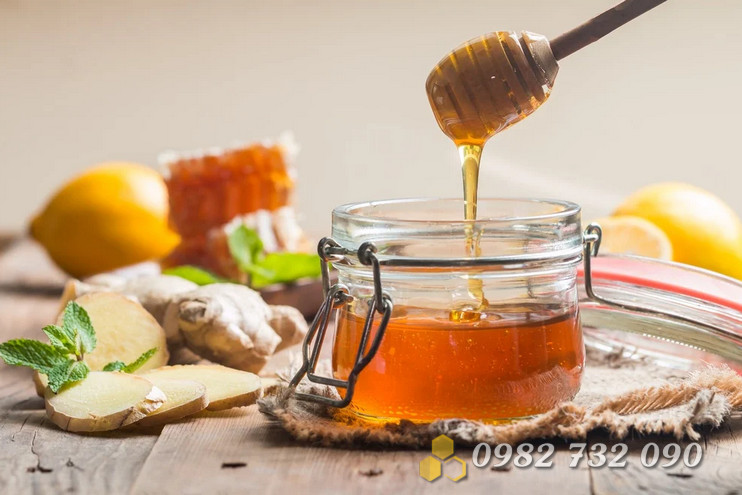Nên uống mật ong vào thời gian nào trong ngày
