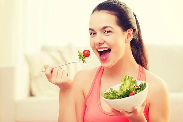 Bổ sung đầy đủ chất dinh dưỡng giúp phòng chống nhiệt miệng