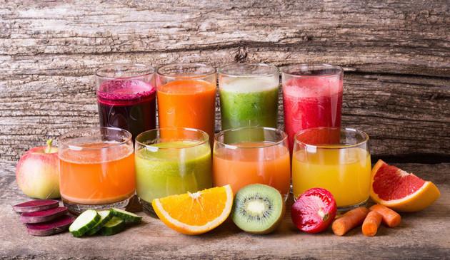 Nước trái cây kết hợp với mật ong giúp trị nhiệt miệng hiệu quả