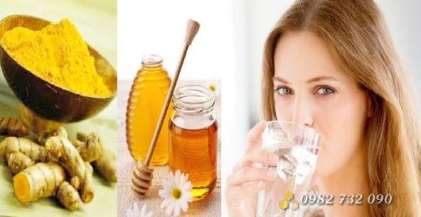 Trị nhiệt miệng bằng mật ong và bột nghệ