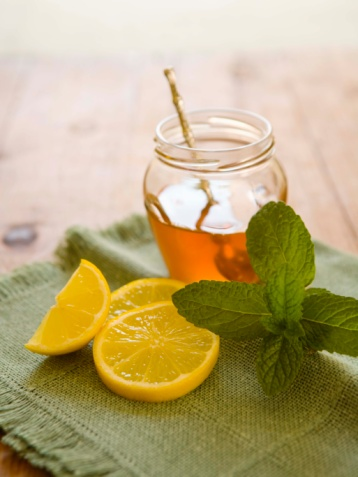 Những công dụng hữu ích của mật ong và chanh