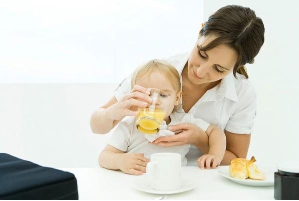http://matongsonla.vn - sử dụng mật ong rừng nguyên chất chăm sóc các bé