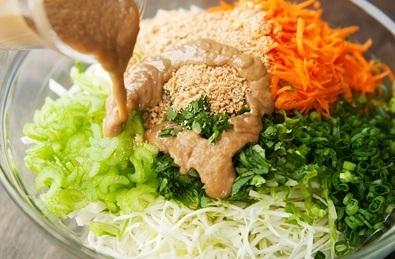http://matongsonla.vn - Thái nhỏ rau củ và trộn nước sốt